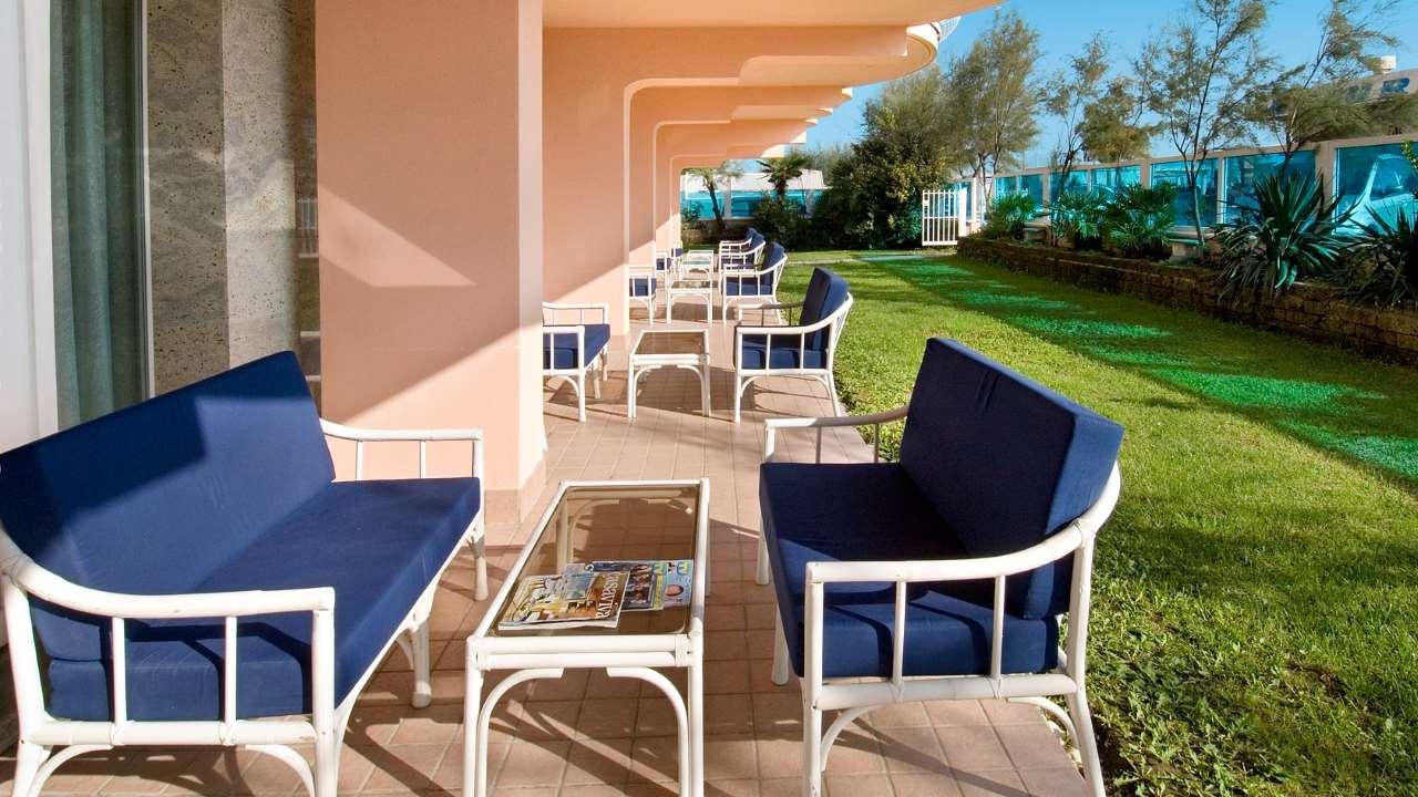 HotelDea-MilanoMarittima-giardino