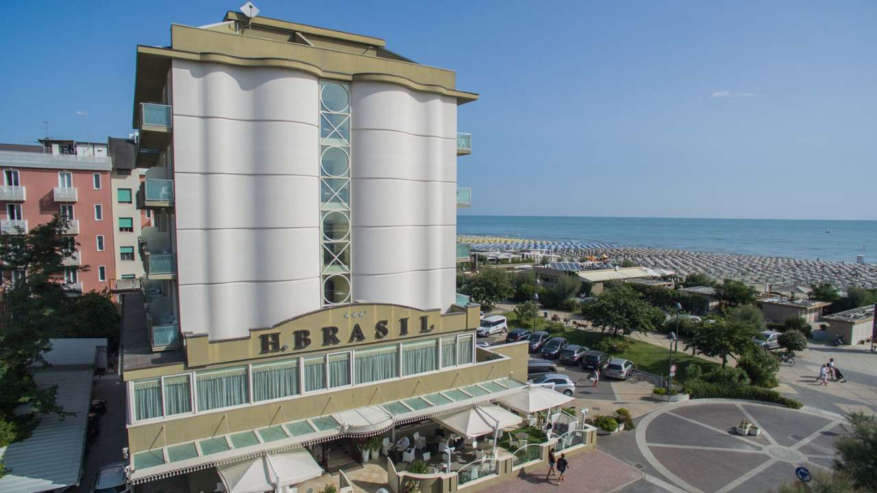 HotelBrasil-MilanoMarittima-esternopanoramica