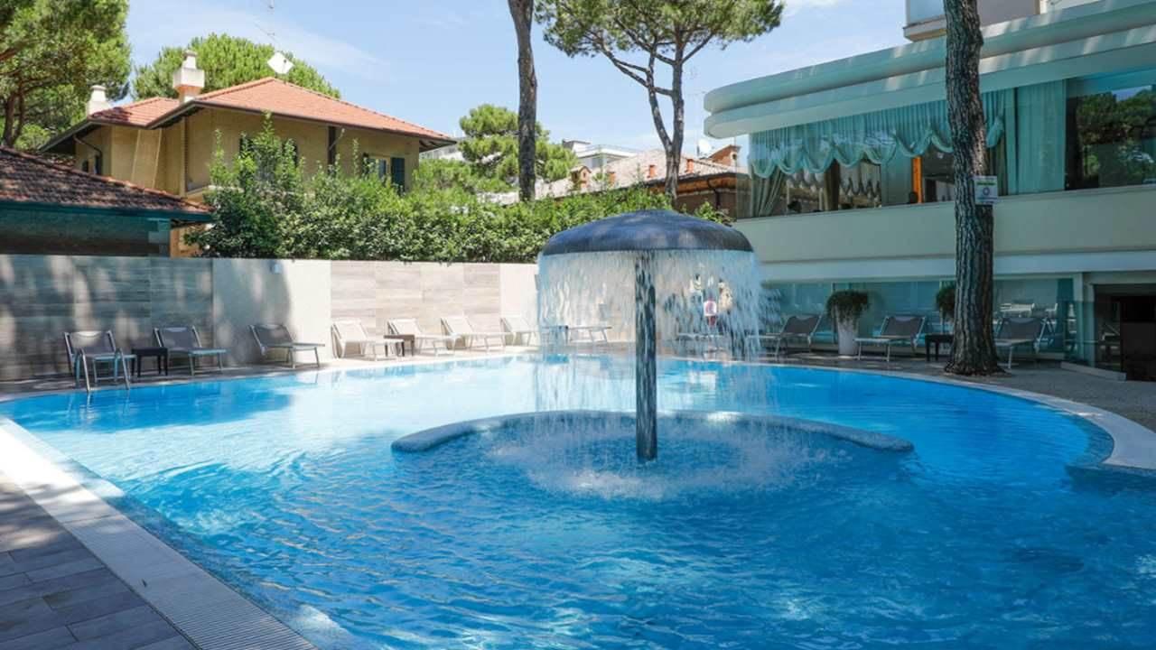 HotelAlexander-MilanoMarittima-esterno-1280x720 2