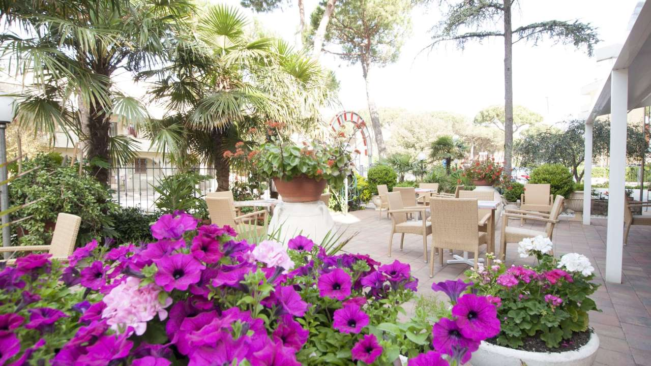 HotelEdelweiss-Pinarella-esternogiardino