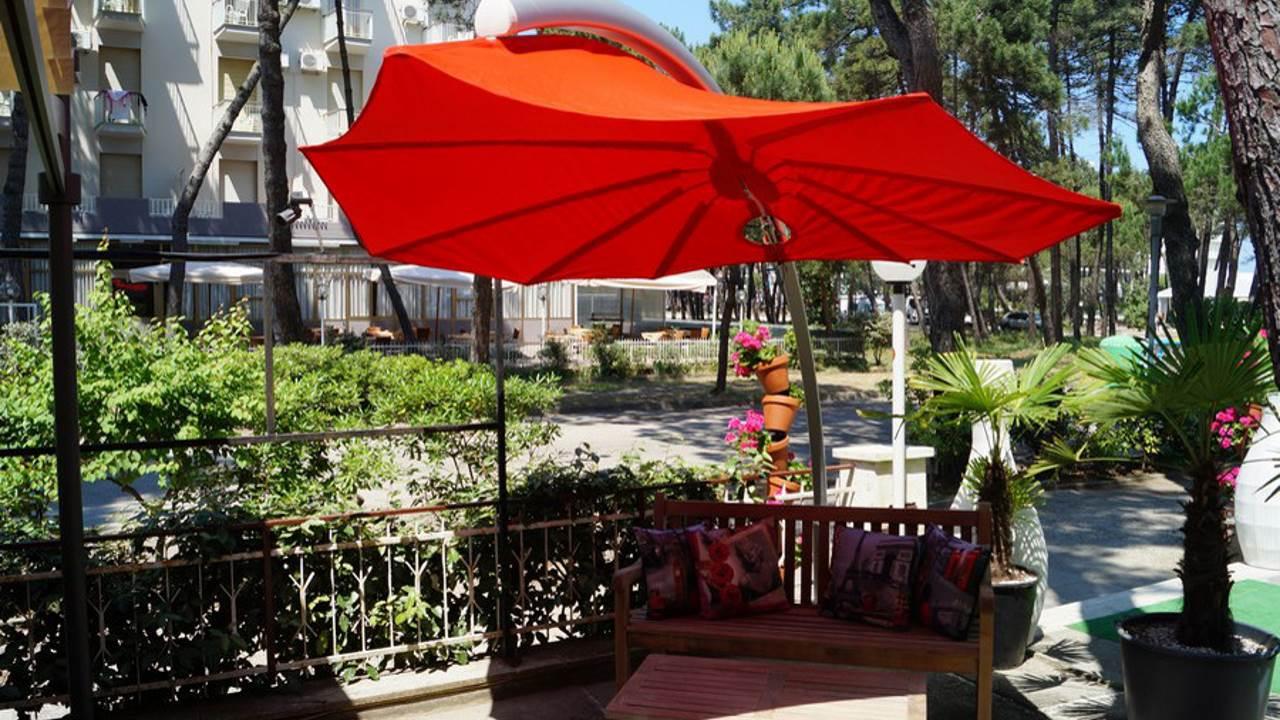 HotelDom-MilanoMarittima-giardino